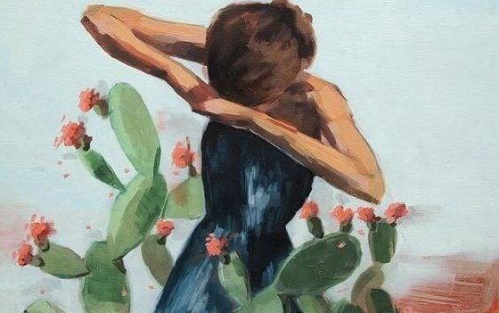 Flicka bland kaktusar
