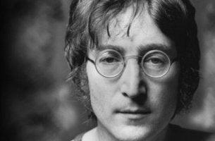 Hur primalterapi förbättrade John Lennons depression.