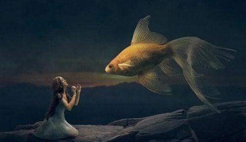 flicka och guldfisk