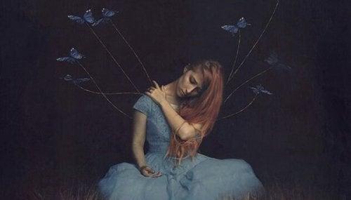kvinna och fjärilar