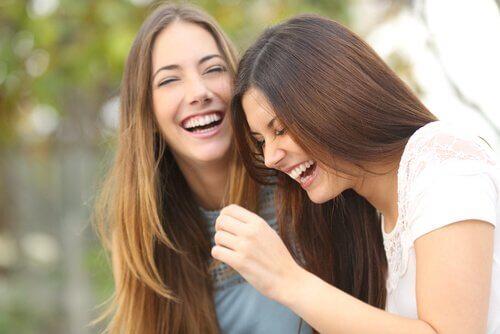 Kvinnor som skrattar