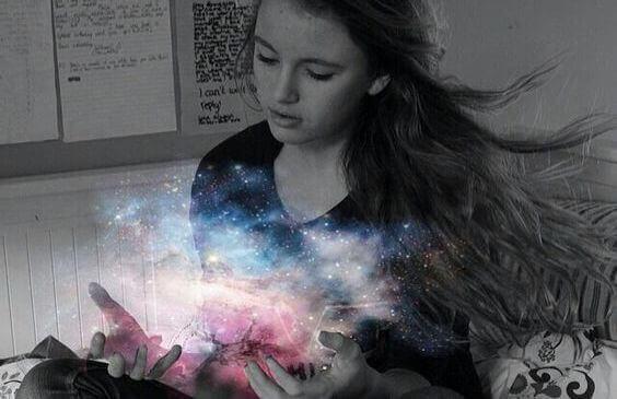 Flicka med magi i händerna