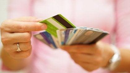 Kvinna med kreditkort