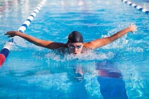 Fem psykologiska fördelar med att simma