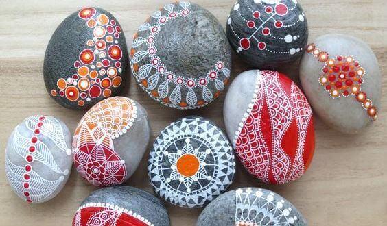 Stenar med mandalas
