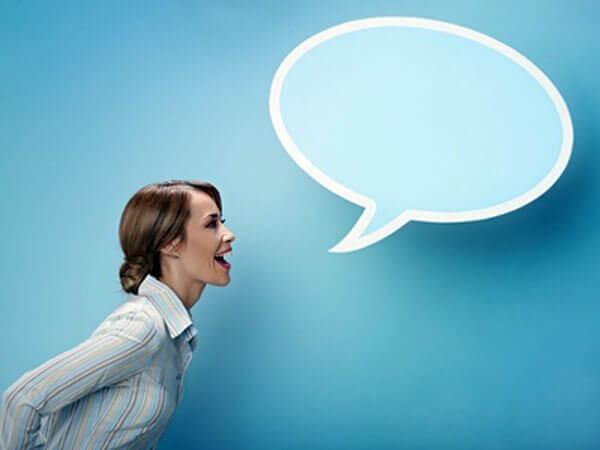 Talande kvinna