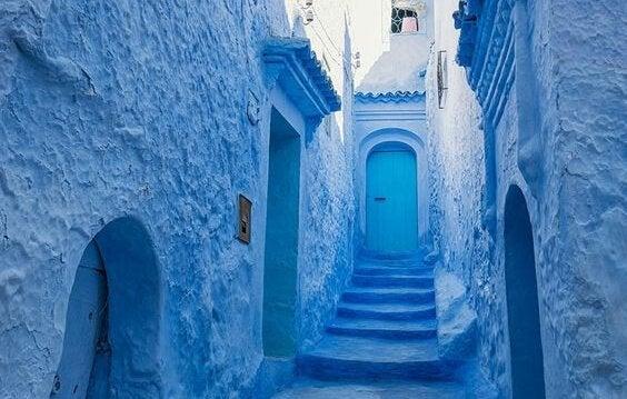 Blå väggar.