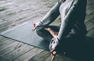 Vad är relationen mellan yoga och depression?