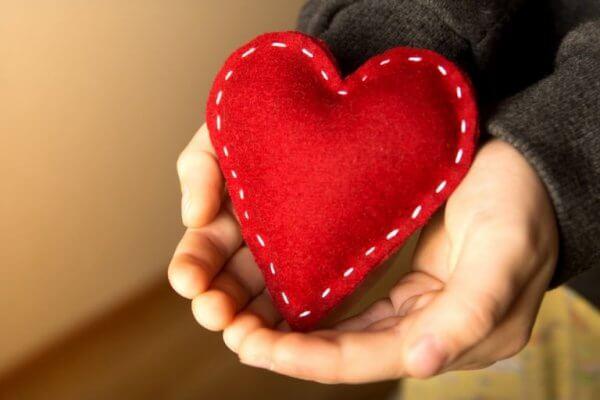 Stickat rött hjärta
