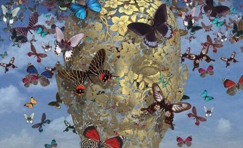 Fjärilar kring kupa