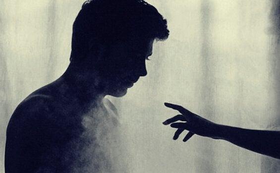Hand i mörkret