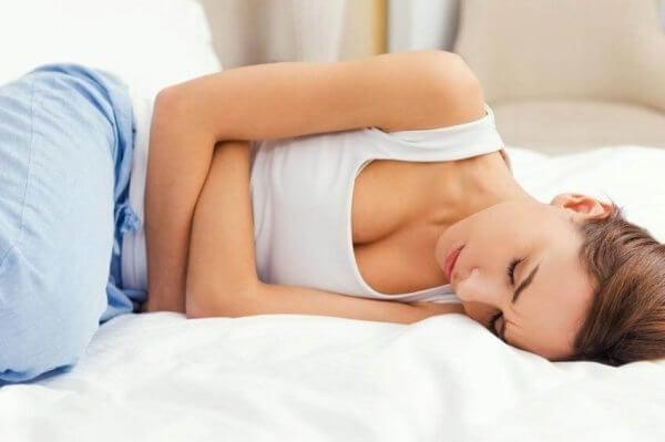 Kvinna med magproblem