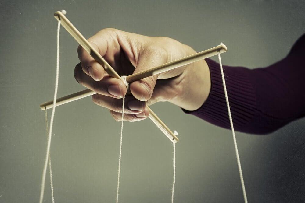 Manipulatör med marionetter