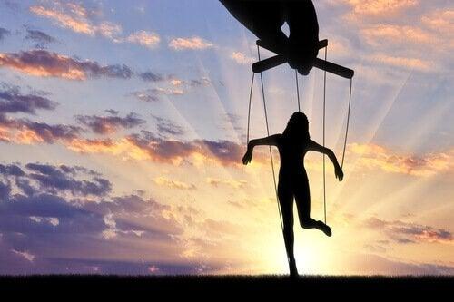 Manipulationstekniker: är det bäst att älskas eller fruktas?