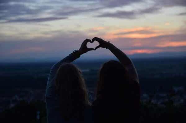 Kärlek kommer och går, men sanna vänskaper varar för alltid