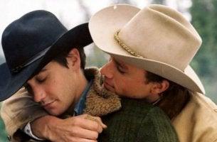 Två cowboys i brokeback mountain.