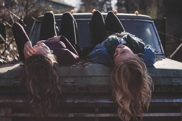 Vänner på bil