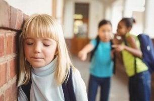 Tecken på att ett barn är mobbat.