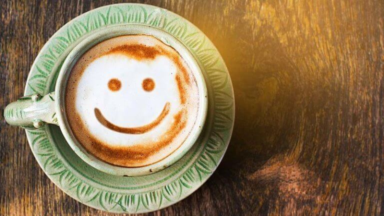 Kaffe med glad gubbe.