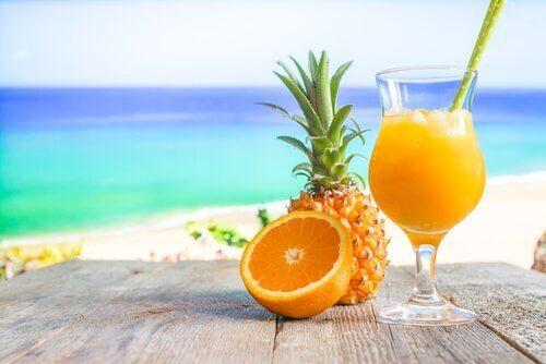 Ananas- och apelsinjuice