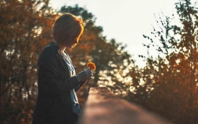 Att tänka för mycket på minnen är att leva mindre