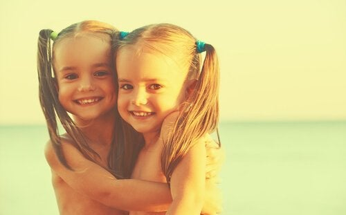 Identiska tjejer