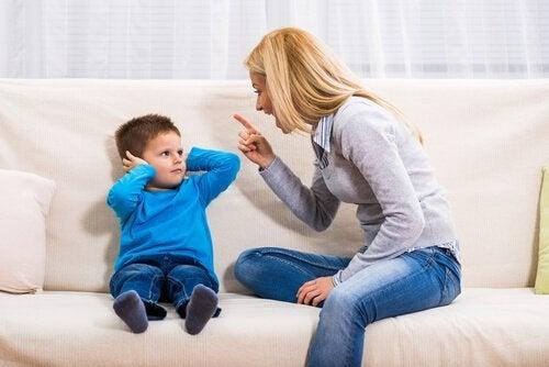 2 konsekvenser av att skrika på barn