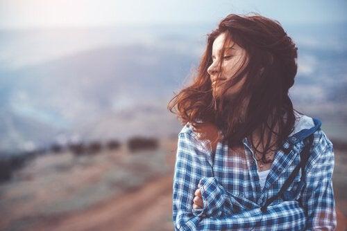 Kvinna på berg