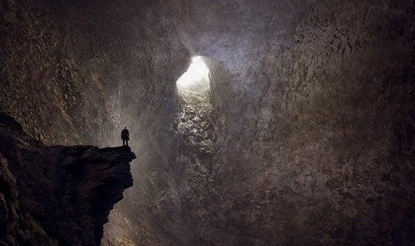 Person i grotta