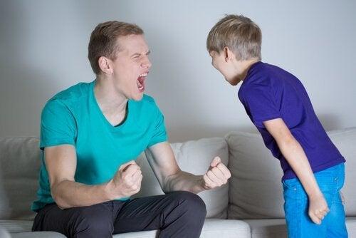 Skrikande far och son