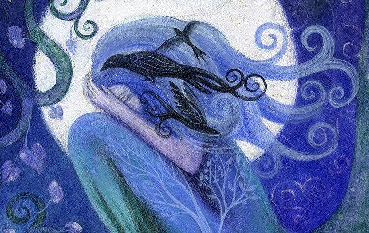 Kvinna med fågel i håret.