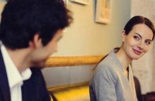 Kärlek vid första ögonkastet då man möts för första gången.