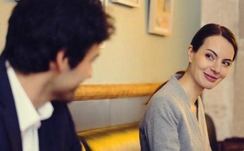 Kärlek vid första ögonkastet – förälskelse när blickar möts