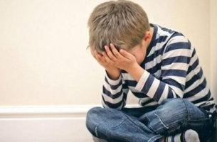 Ett barndomstrauma påverkar vuxenlivet.