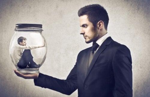 En giftig chef: så känner du igen en dålig ledare