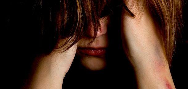 Kvinna som känner sig ledsen.
