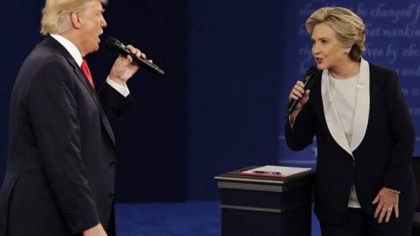 Donald Trump och Hillary Clinton debatterar