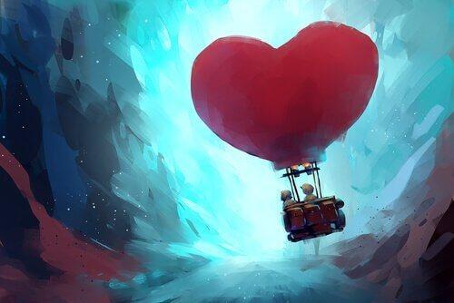 Två personer som flyger i en hjärtformad ballong