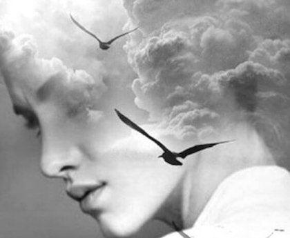 Kvinna och moln.