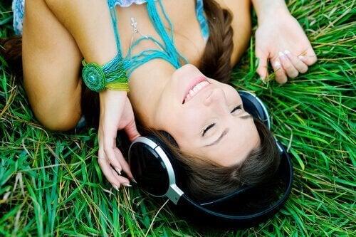 Musiklyssnande är ett av många hälsosamma tidsfördriv