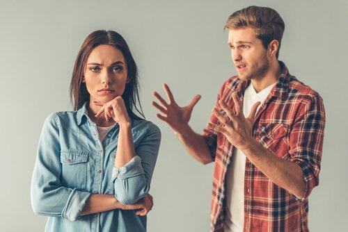 Man blir tokig på kvinna som inte verkar bry sig