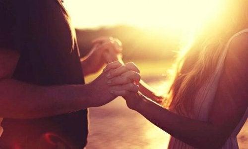 Nycklar till att knyta an till en introvert