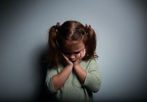 Att växa upp med emotionellt frånvarande föräldrar