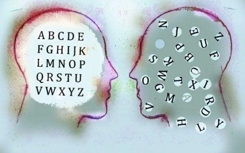 Bokstäver inom två huvuden.