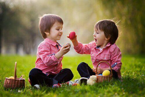 Barn interagerar