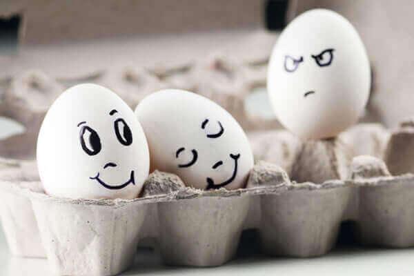 Ensamt ägg avundsjuk på par