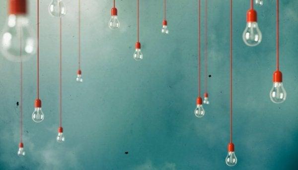 Glödlampor som hänger i taket