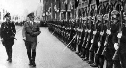 Hitler och soldater.