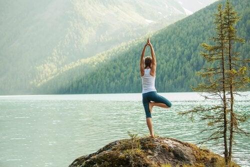 5 enkla yogaställningar för att kanalisera din energi