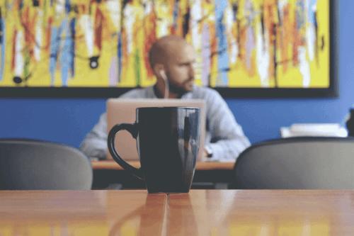 Undvik att tala om personliga saker med narcissistiska kollegor